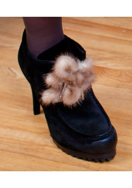 Beige mink fur shoelace
