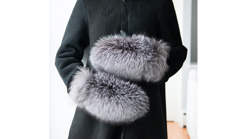 INDIGO FOX FUR MITTENS
